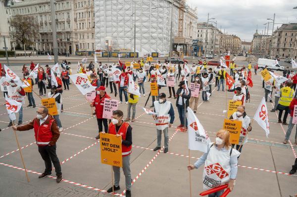 """Gewerkschaften an Arbeitgeber: Ihr seid auf dem """"Holzweg"""""""