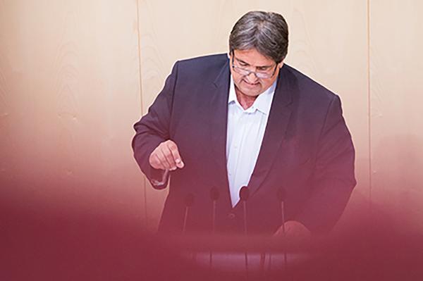 ÖVP und GRÜNE wollen AUS für Hacklerpension